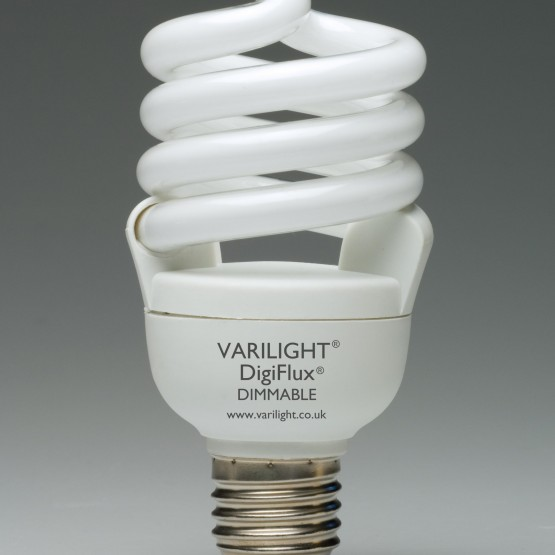 Fényerőszabályzóval szabályozható kompakt fénycső