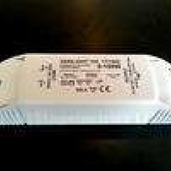 Szabályozható 12V-os  elektronikus transzformátor  250W